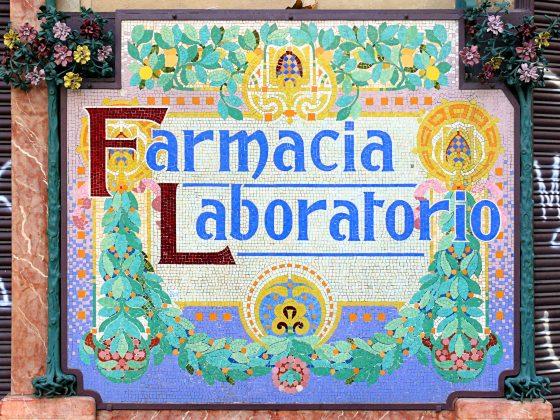Mosaics a les farmàcies del Casc Antic