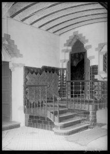Vestíbul de la casa Roviralta, entre 1889 i 1916 (Foto: J. Rubió i Bellver, Arxiu Fotogràfic del Centre Excursionista de Catalunya)
