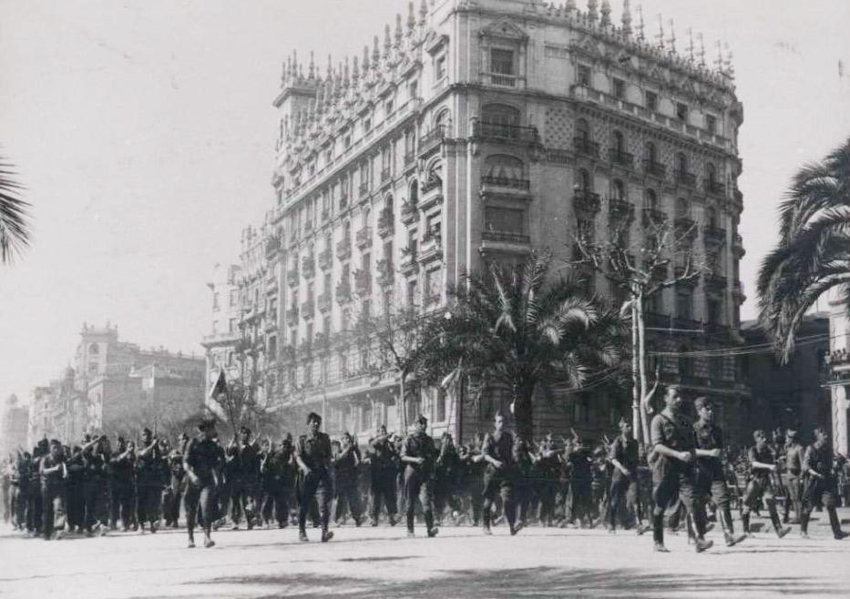 Entrada de les tropes franquistes a la ciutat de Barcelona. 26 de gener de 1939. Biblioteca Nacional de España