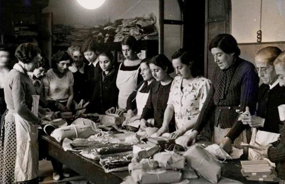 Preparació de paquets per al front. Barcelona. 28/11/1938. Biblioteca Nacional de España