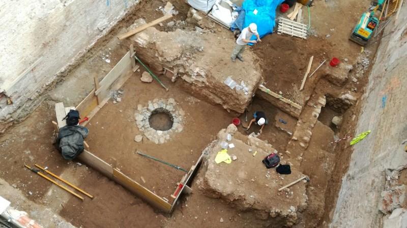 Vista general de les restes arqueològiques documentades a la finca del Carrer Gran de Sant Andreu, 245-247. Foto: Eduard Riba
