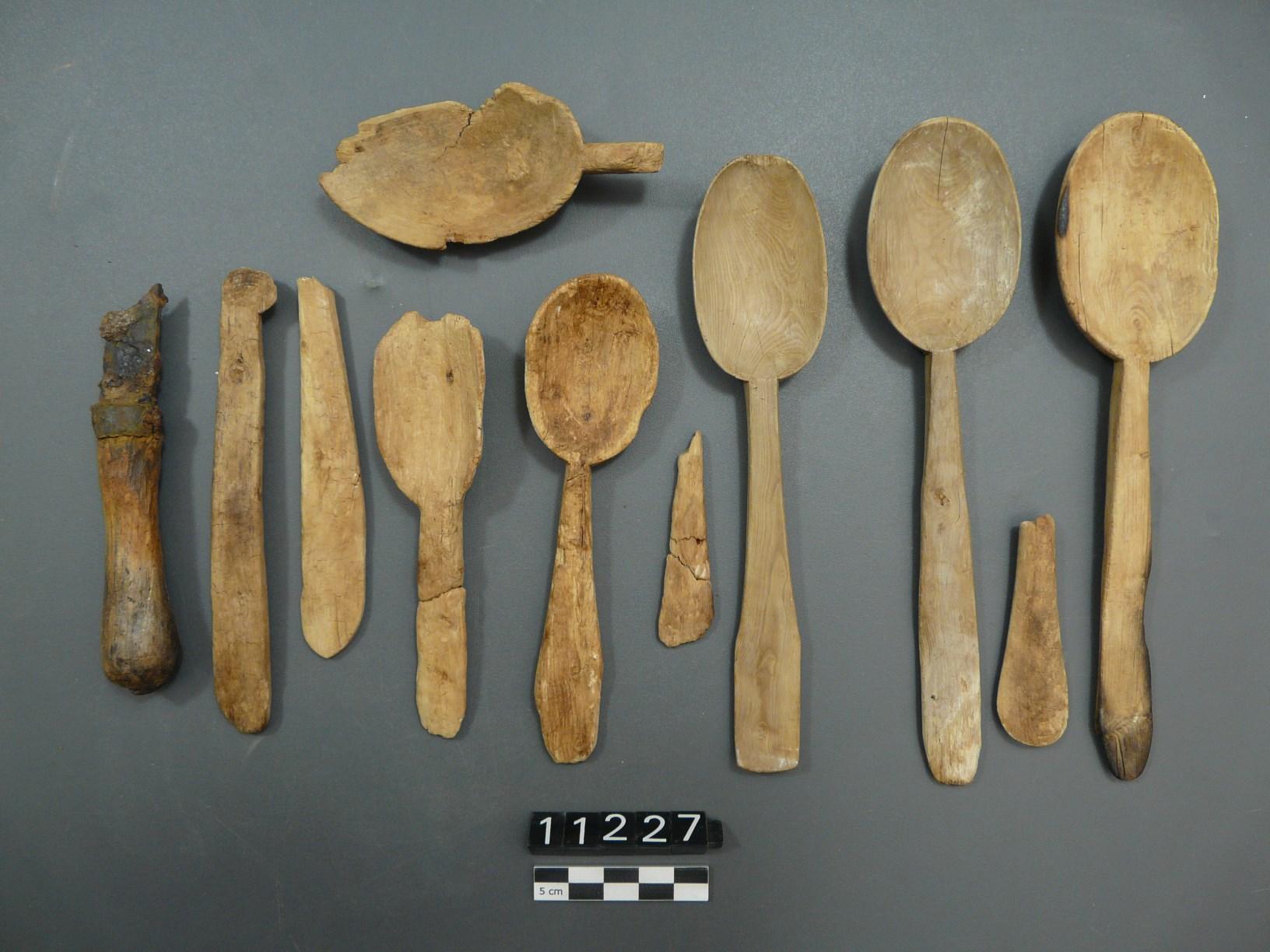 Culleres i fragments de mànecs, un cop finalitzat el procés de conservació-restauració. Foto: SABCN