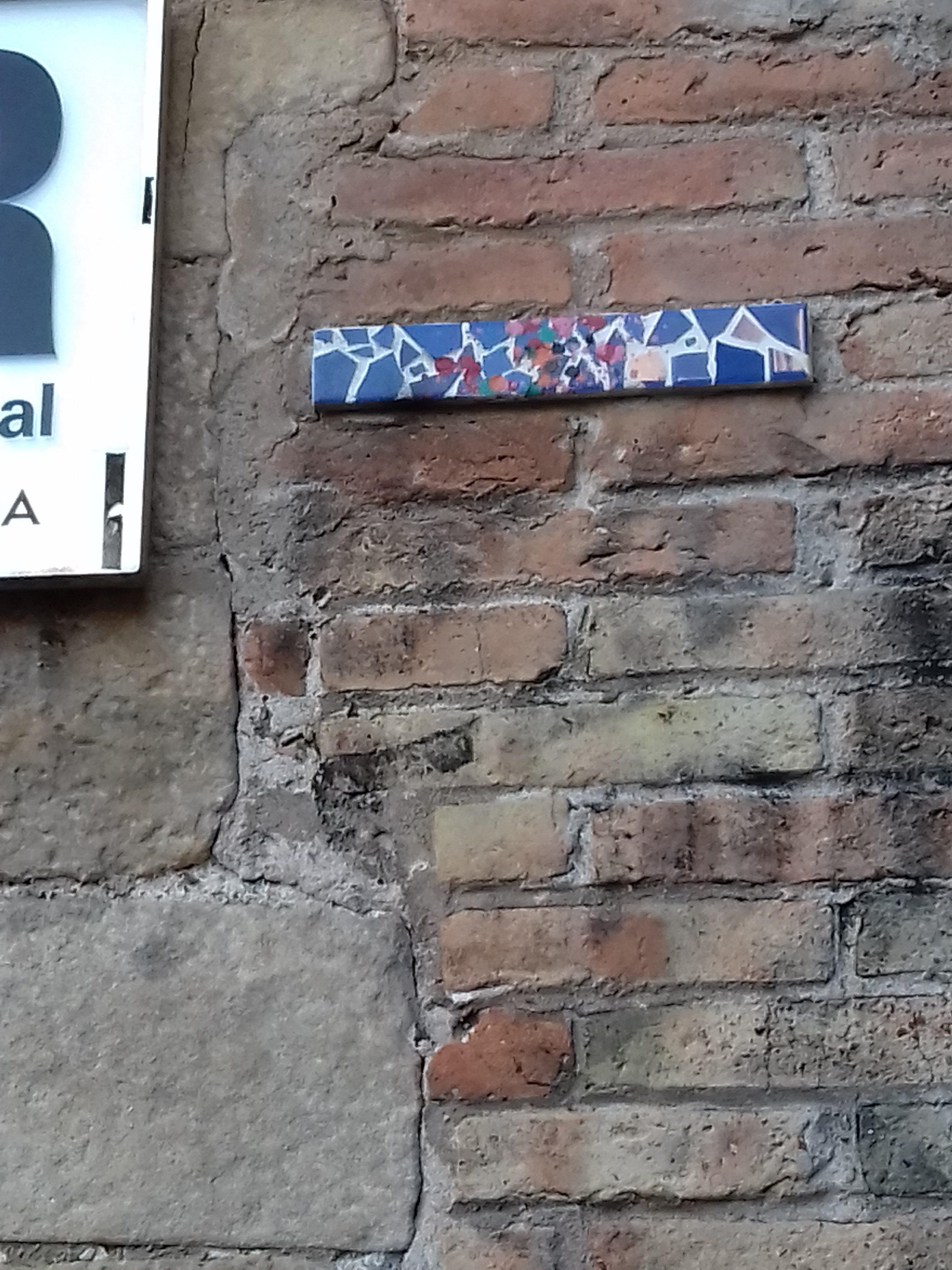 Trencadís, plaça dels Àngels, 8, Ciutat Vella (Foto: anònim)