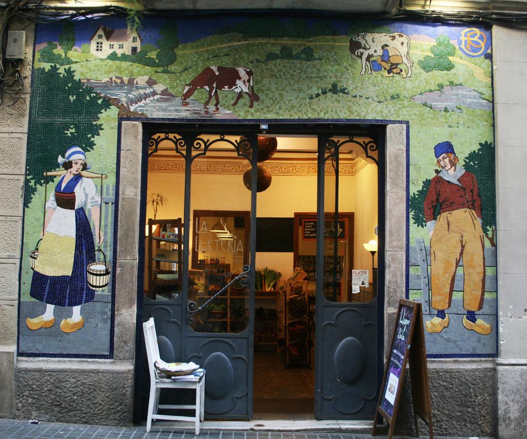 Mosaic de tessel•les de ceràmica, La Lleteria BP. Carrer Salvà 42, Sants-Montjuïc (Foto: Terra conservació i patrimoni)