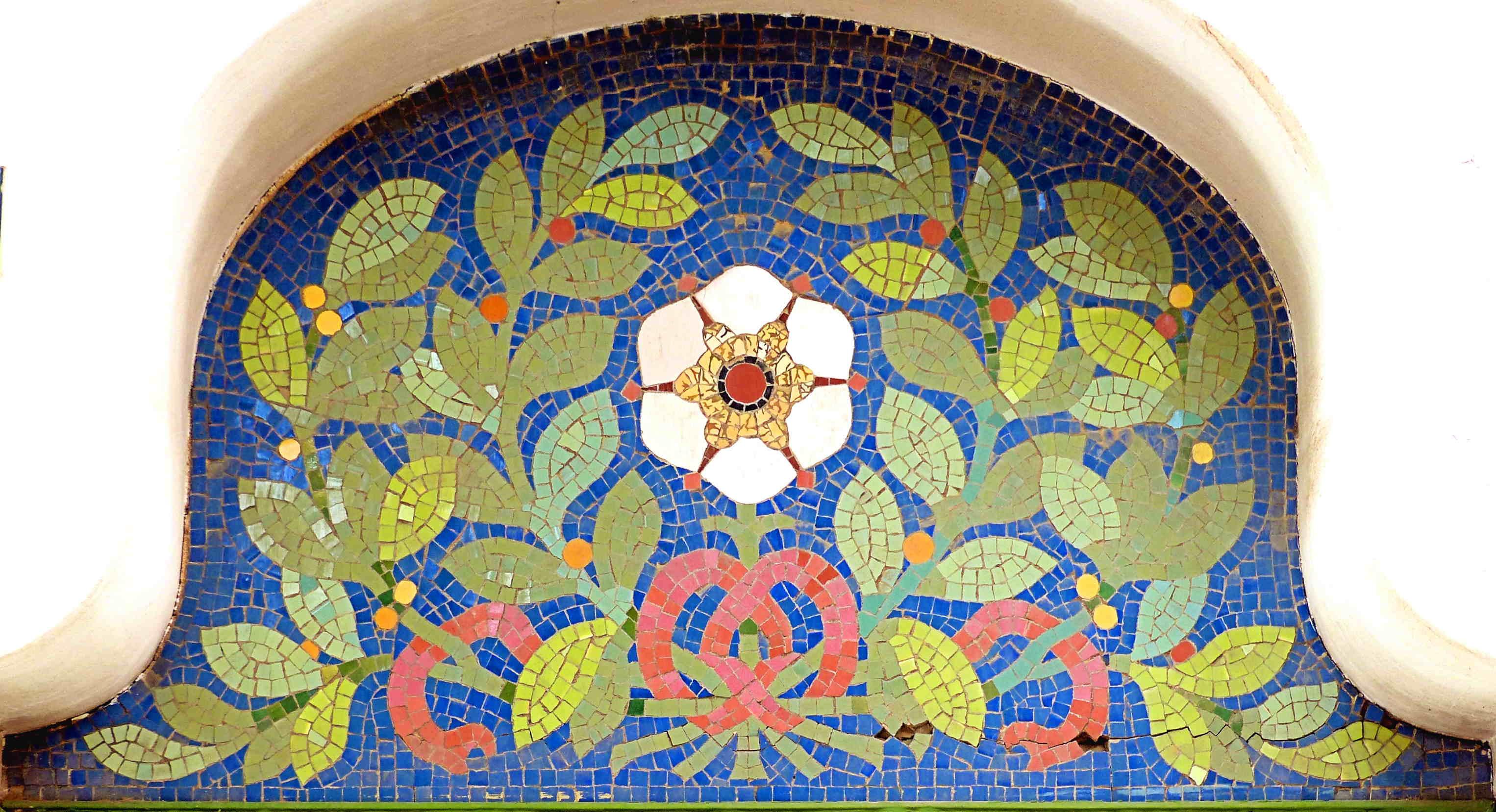 Mosaic de tessel•les de ceràmica, Passeig de la Font d'en Fargas, 10, Horta-Guinardó (Foto: A. Schulz)