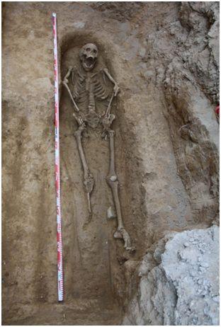 Inhumació plaça del Pedró