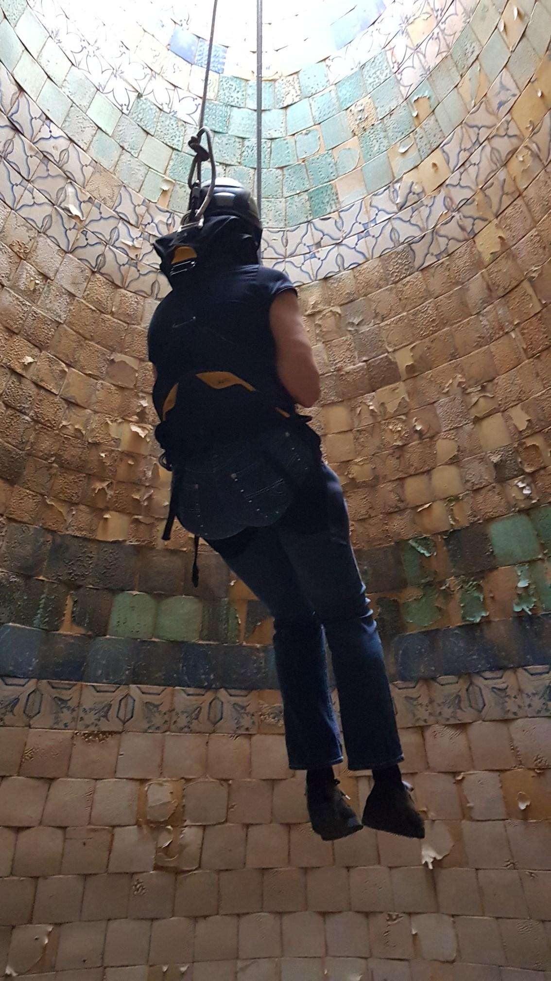 Descens amb arnès al dipòsit facilitat per la Unitat de Subsòl dels Mossos d'Esquadra. Foto: SABCN