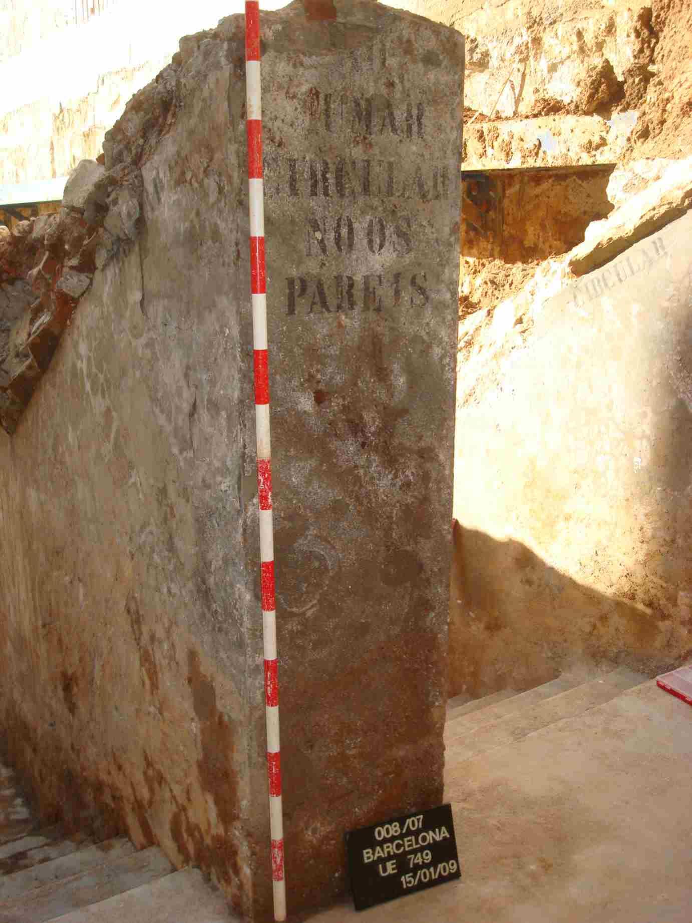 Rètol a l'entrada del Refugi nº 254, pel C- Riereta, 4 (Foto: J.M. Vicente; M. Viamonte)