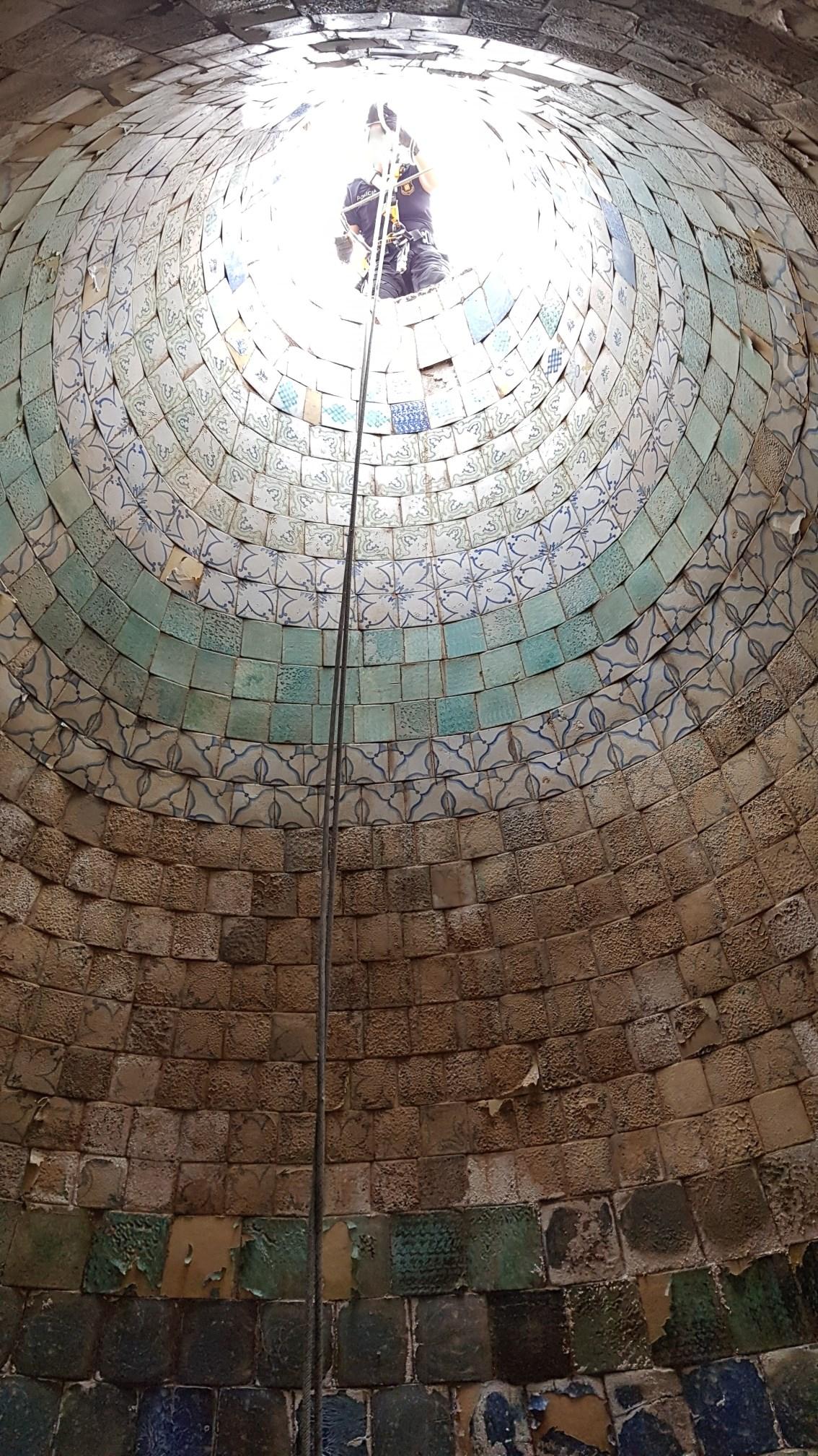 Foto de l'interior del dipòsit troncocònic amb revestiment de rajoles: Foto: SABCN