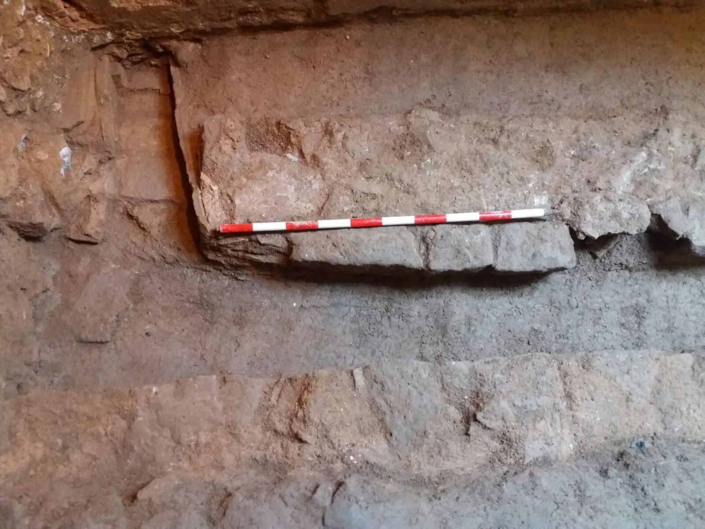 Connexió de les dues clavegueres medievals. Foto: Esteve Nadal (ACTIUM)