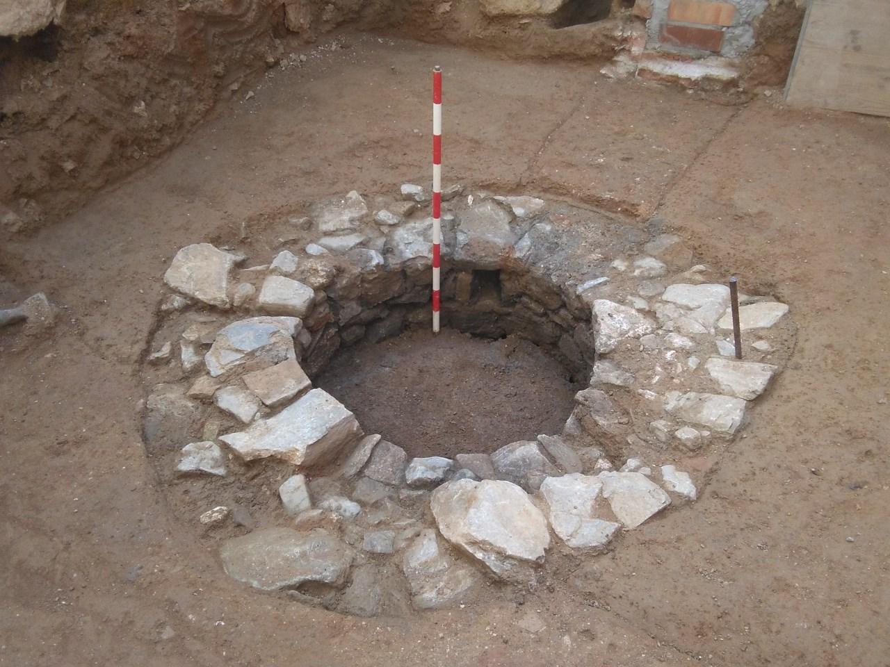 Pou de pedra d'època indeterminada. Foto: Javier González