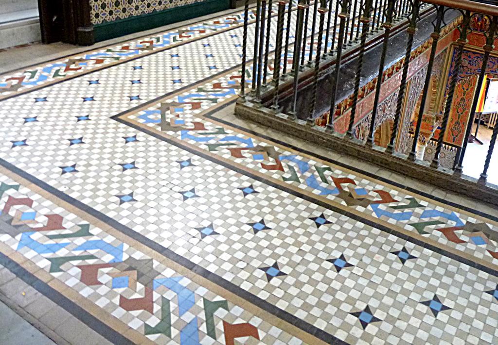 Mosaic de gres ceràmic, Can Marsans. Carrer Mare de Déu del Coll 41-51, Gràcia (Foto: M. Alcobé)