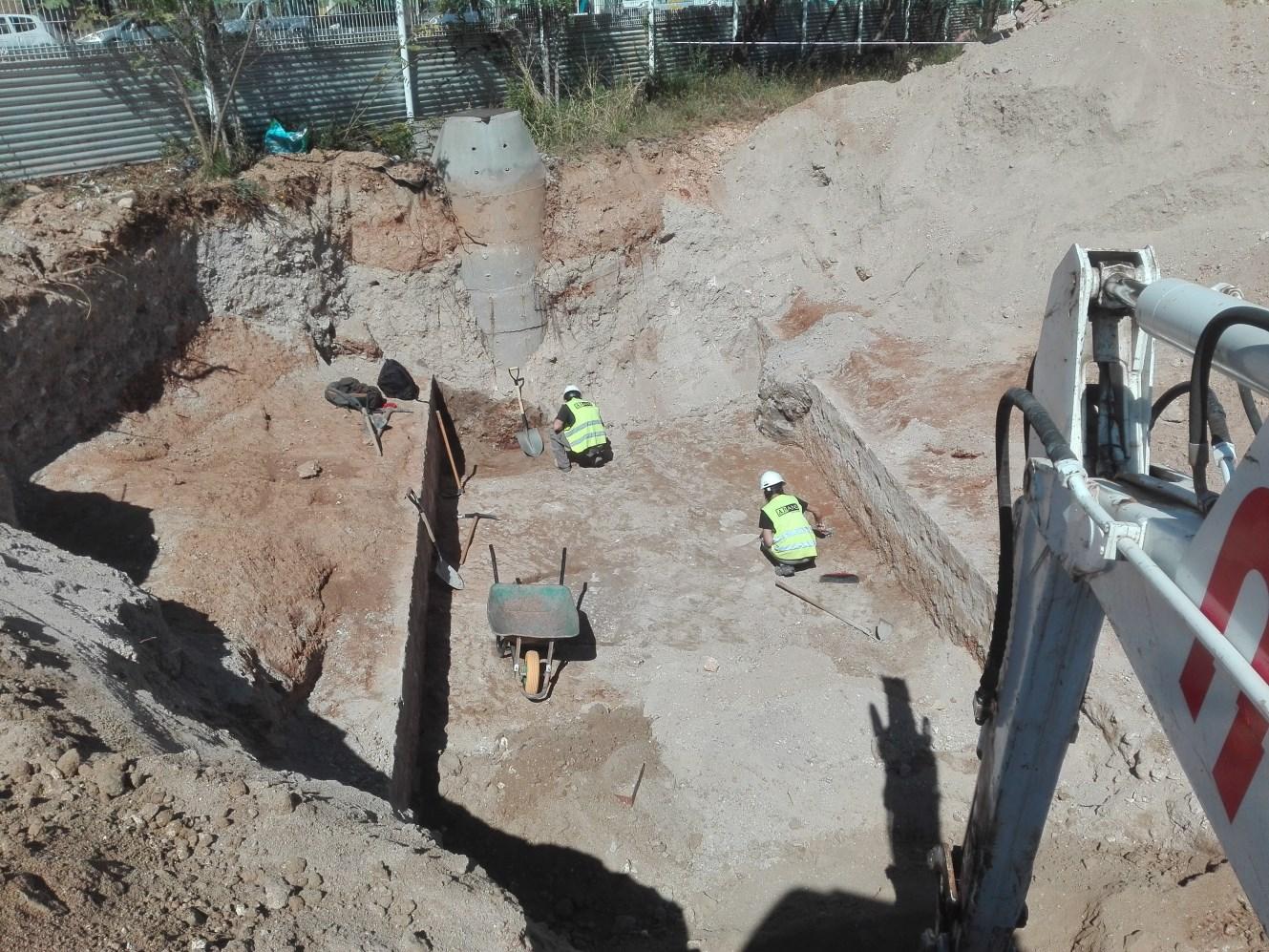 Treballs de neteja i delimitació del tram 2 del Rec Comtal. Foto: Oscar Varas.