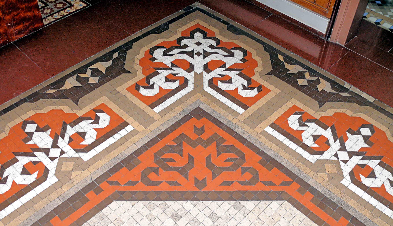Mosaic de gres ceràmic, rambla Fabra i Puig, 13, Sant Andreu (Foto: A. Schulz)