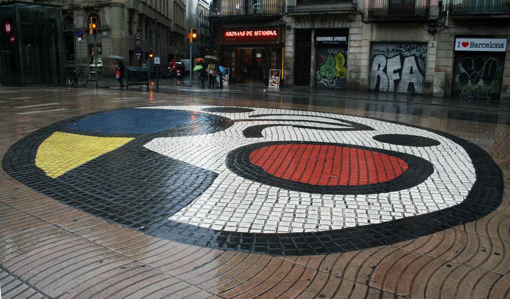 """Terratzo, mosaic del """"Pla de l'Os"""" J. Miró. La Rambla, Ciutat Vella (Foto: Terra conservació i patrimoni)"""