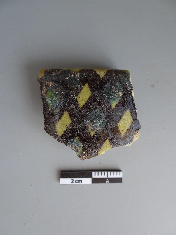 Fragment de ceràmica islàmica de corda seca del segle XII. Foto: SABCN