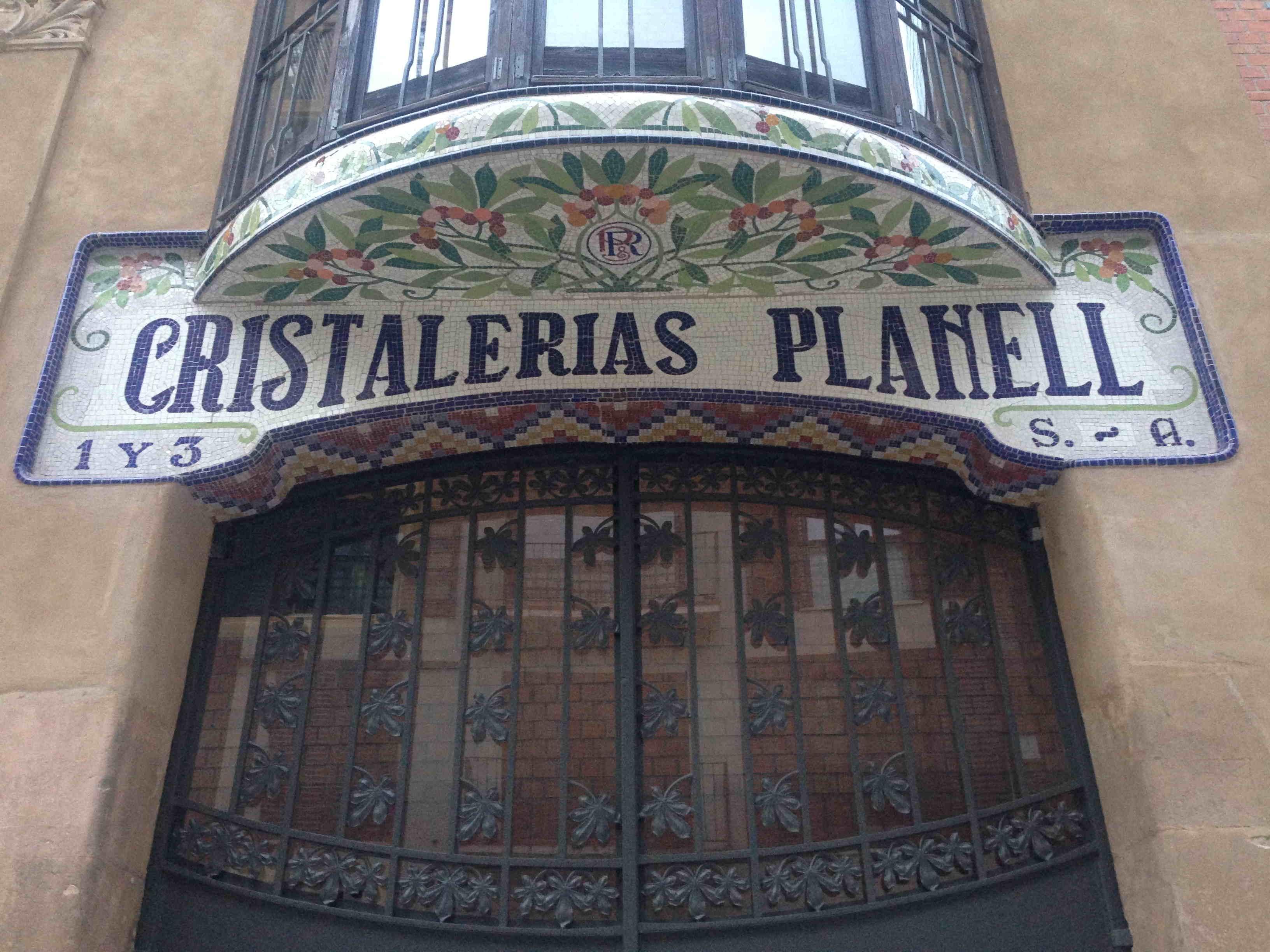 Mosaic de tessel•les de ceràmica, carrer del Doctor Ibánez, 38, Les Corts (Foto: M. Urbiola)