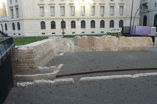 Diferents vistes de l'angle de la muralla i el Baluard després de la intervenció(foto: Servei d'Arqueologia).