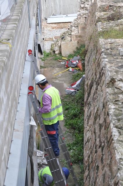 Mur del Baluard amb arrencament de muralla de mar del XIX, abans de la intervenció(foto: Servei d'Arqueologia).