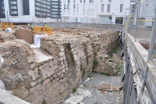 Espai de fossat entre el Baluard i el carrer (foto: Servei d'Arqueologia)