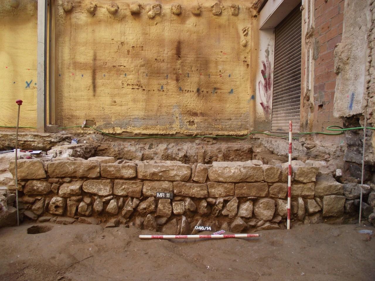Mur baix medieval de la intervenció del carrer de les Magdalenes. Foto: Adriana Vilardell