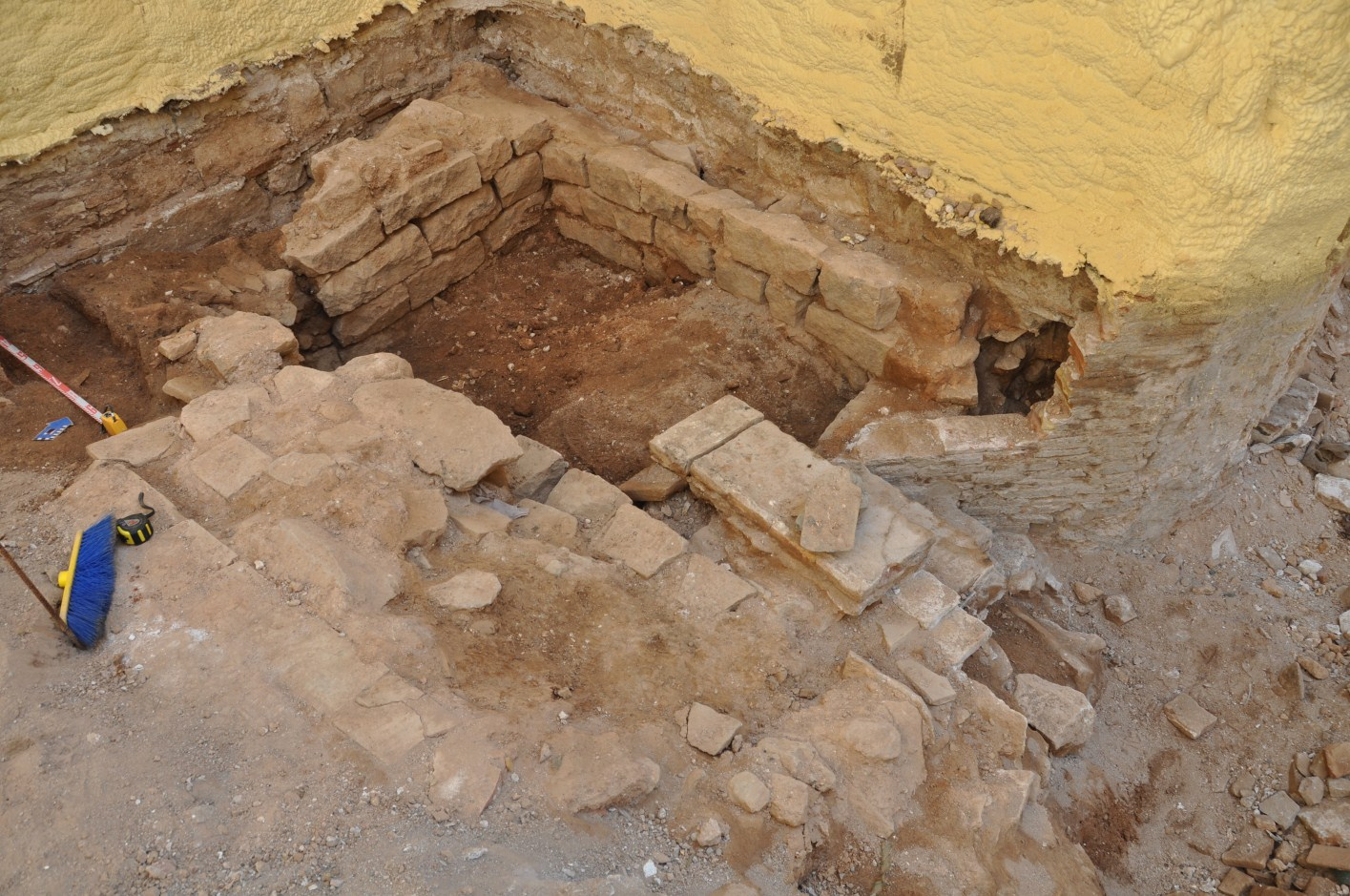 Construccions medievals en procés d'excavació. Foto: SABCN