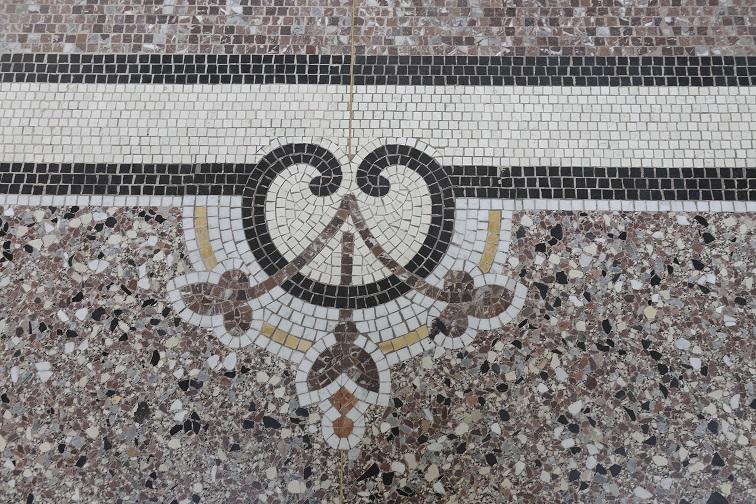 Mosaic de tessel•les i terratzo del Pouhon Pierre le Grand de Spa, Bèlgica (Foto: Région wallone du Patrimoine).