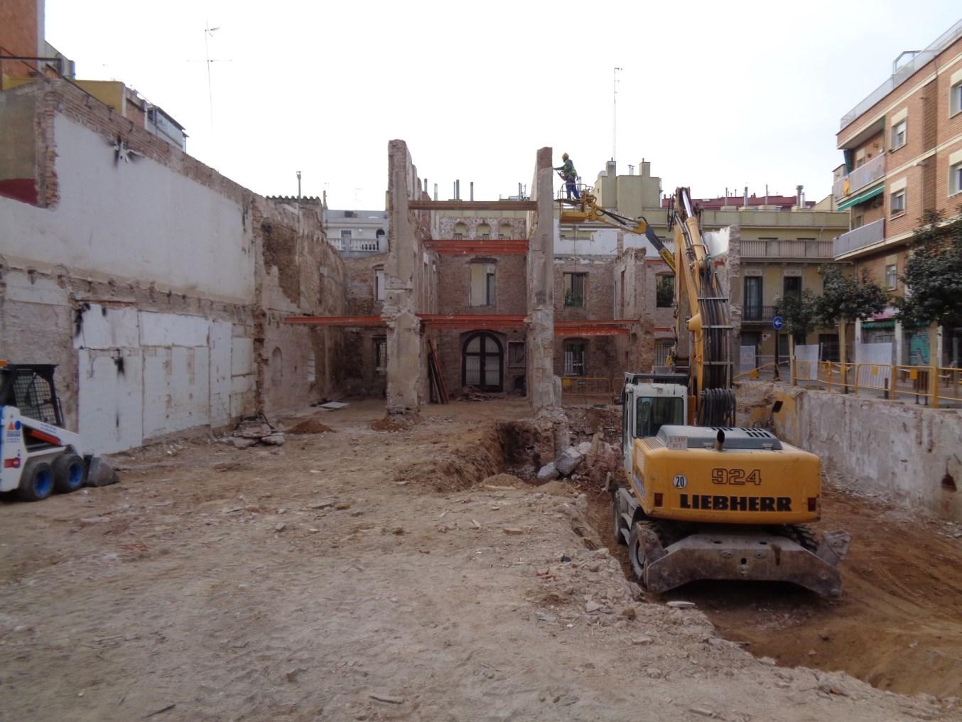 Vista general dels treballs arqueològics a la masia de Ca l'Estruch (Foto: Òscar Varas)