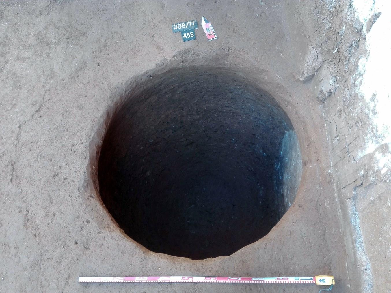 Sitja d'època medieval localitzada al pati posterior del mas (Foto: Òscar Varas)