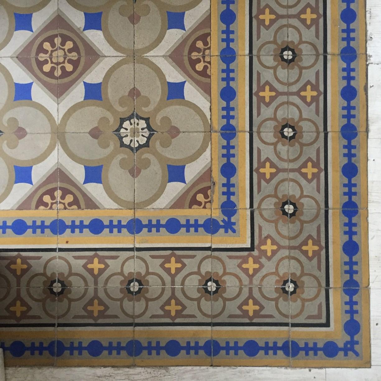 Gràcia. C. Fraternitat 23. Mosaic hidràulic. Foto: Anònim