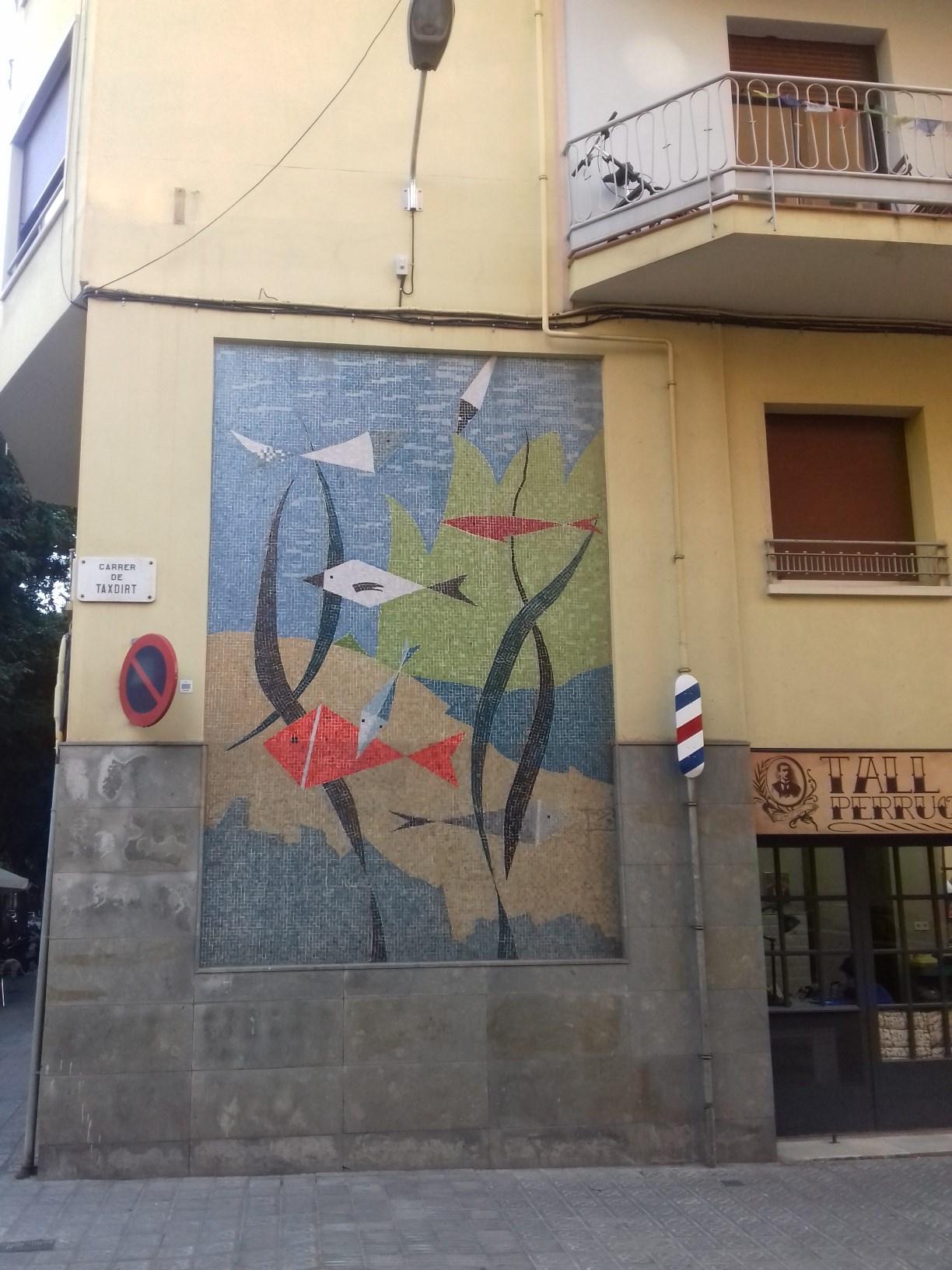 Horta-Guinardó. Carrer de Taxdirt 16-18. Mosaic de tesse.les. Foto: Anònim