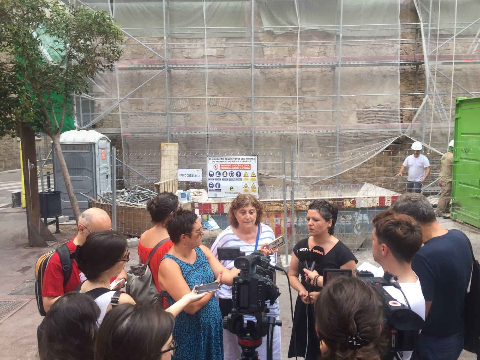 Roda de premsa a la plaça del Vuit de Març