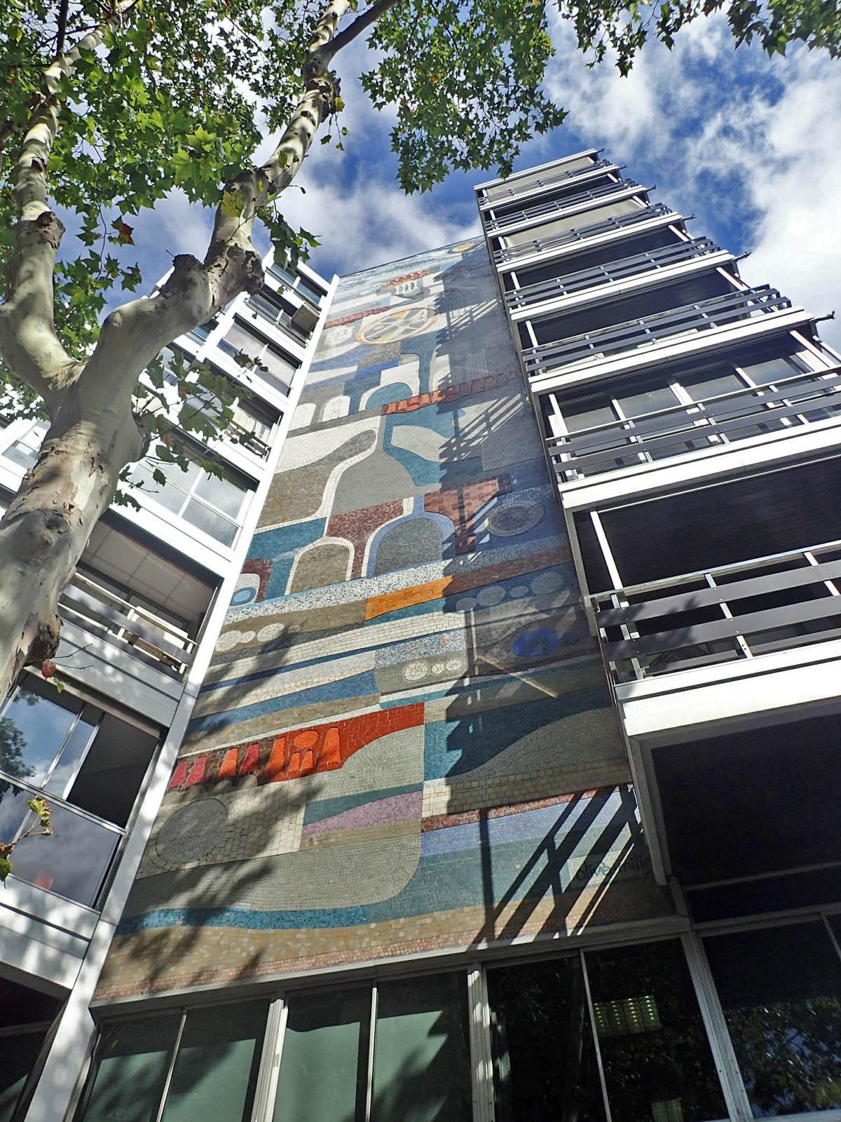 Edifici del carrer Mestre Nicolau, 2