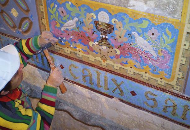 Restauració del mosaic de la cripta de la Sagrada Família