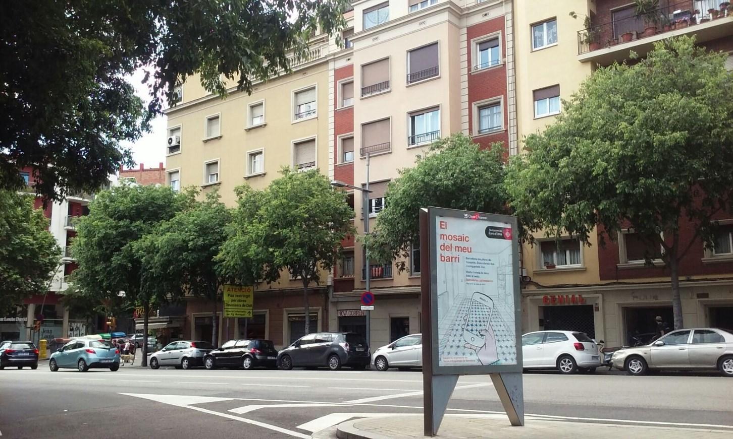 Cartell publicitari (OPI) d'El mosaic del meu barri. (Foto: M. Molinas)