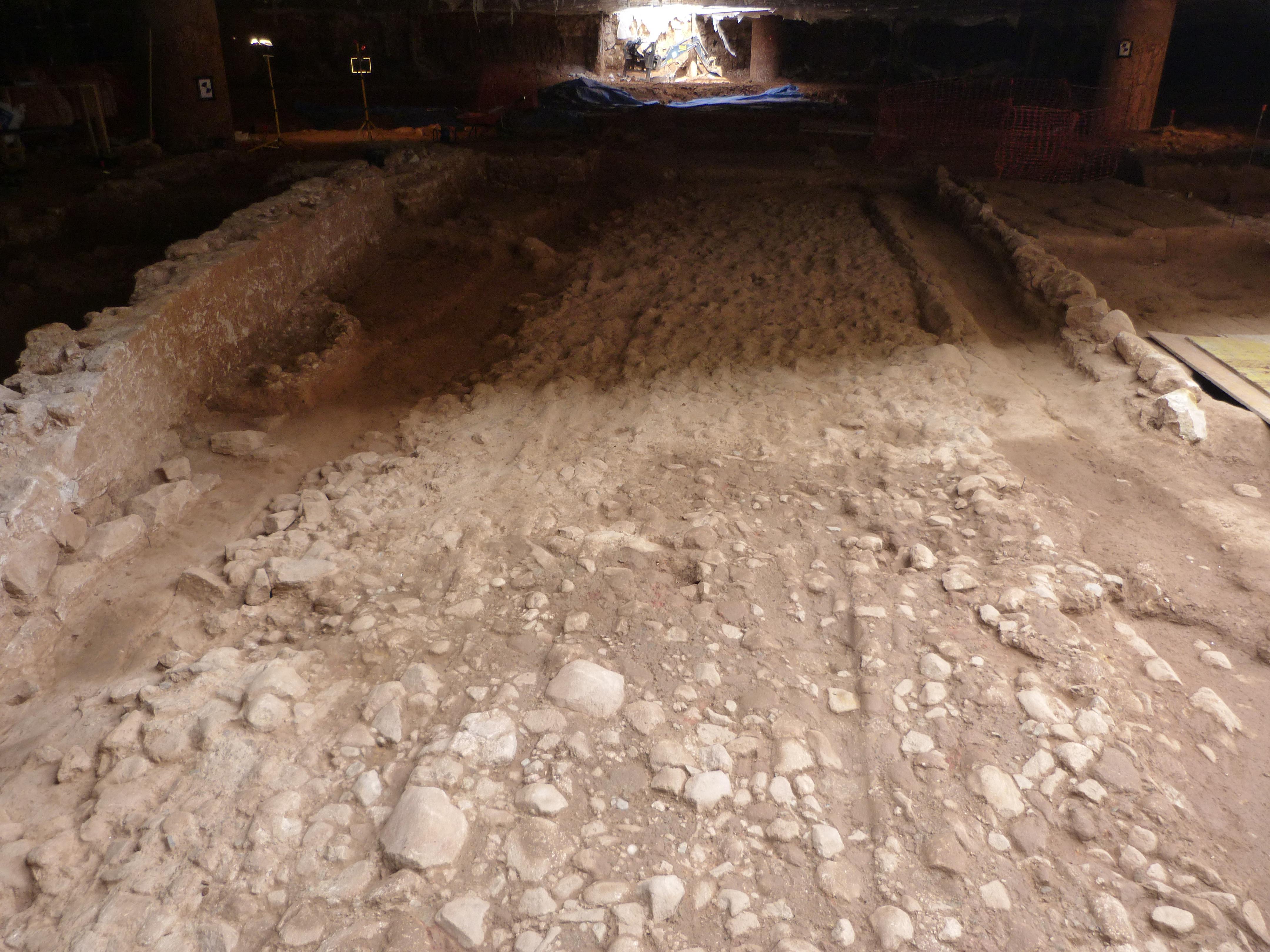 Vista de la via sepulcral romana del Mercat de Sant Antoni. Foto: Emiliano Hinojo (CODEX)