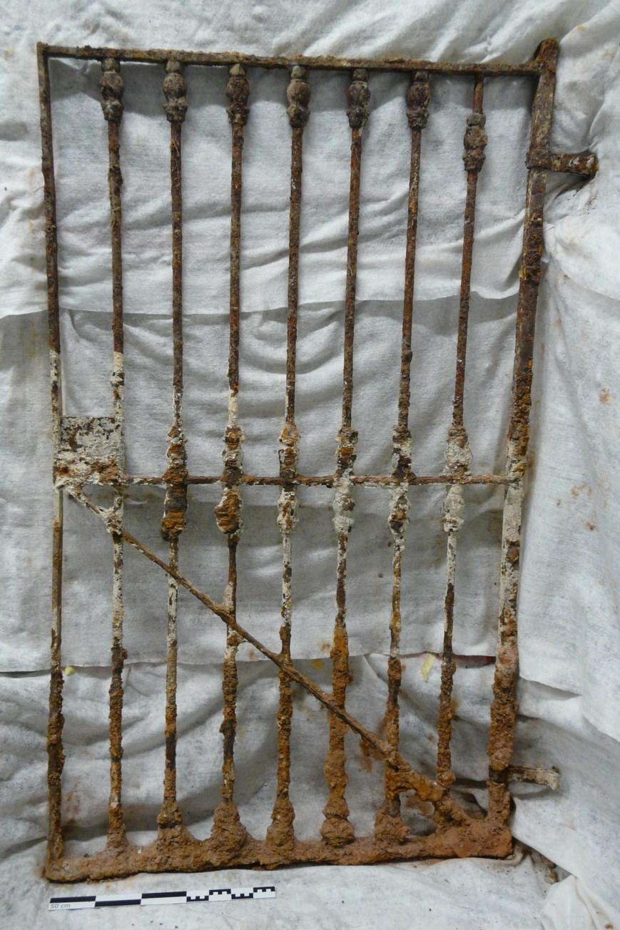 Porta un cop extreta abans d'iniciar els treballs de restauració. Foto: SABCN