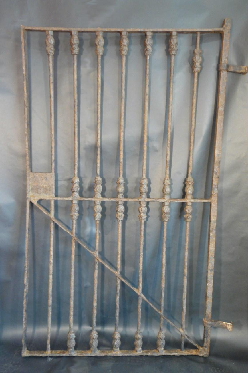 Porta de ferro colat un cop néta i restaurada. Foto: SABCN