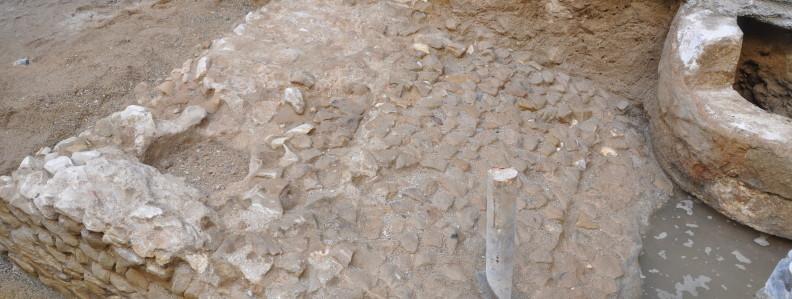 veure Passeig de Colom, 9: evidències del port romà de Barcino>