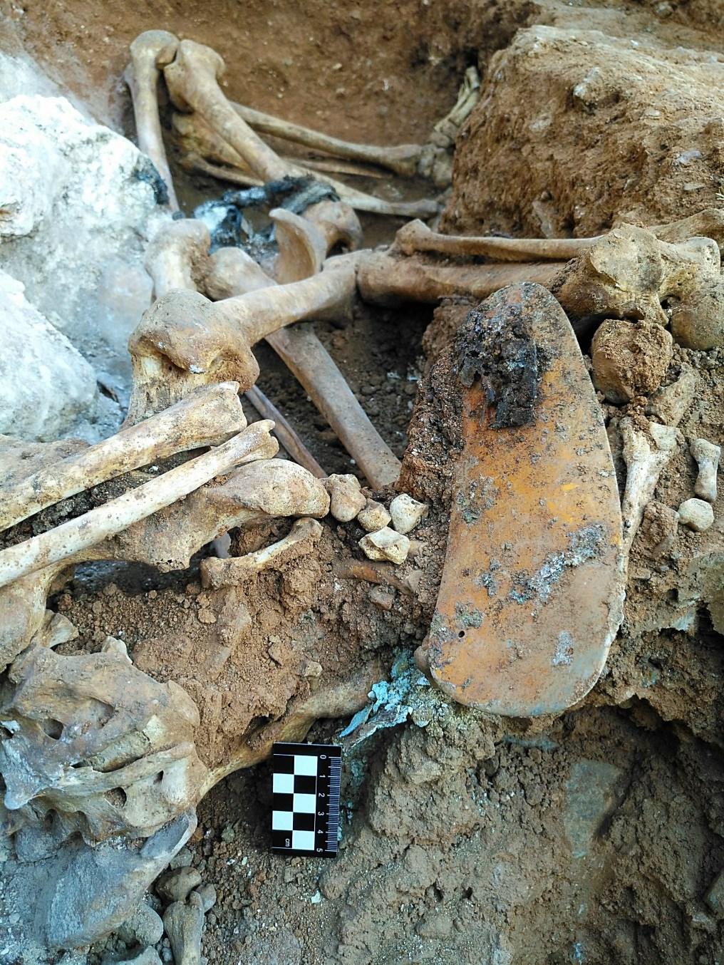 Detall de la indumentària d'un dels inhumats. Foto: Esther Medina