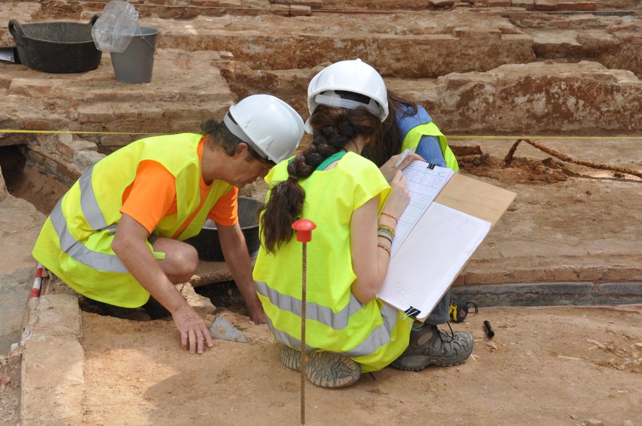 Alumnat de les pràctiques del Grau d'Arqueologia de la UB. Foto: Servei d'Arqueologia de Barcelona