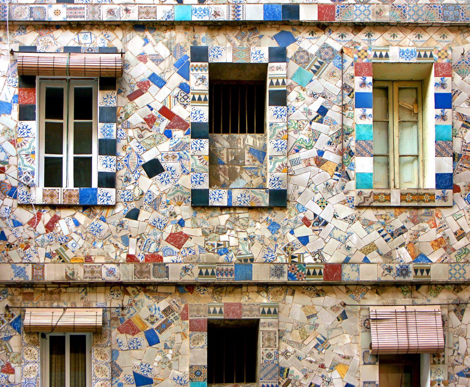 Sants-Montjuïc. C. Elkano 4. Mosaic en trencadís. Foto: A. Schultz
