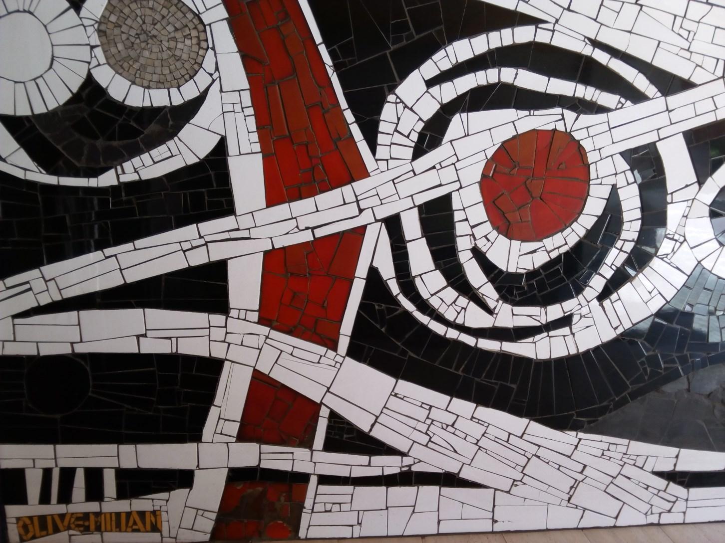 Tessel·la/trencadís, carrer de Ballester, 3-5 (Foto: anònim)