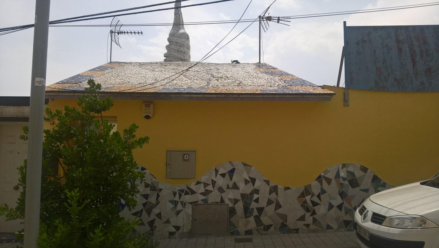 Trencadís, carrer de Labèrnia, 9 (Foto: Lluc)