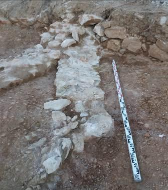 Murs relacionats amb una possible farga. Foto: Marta Nolla