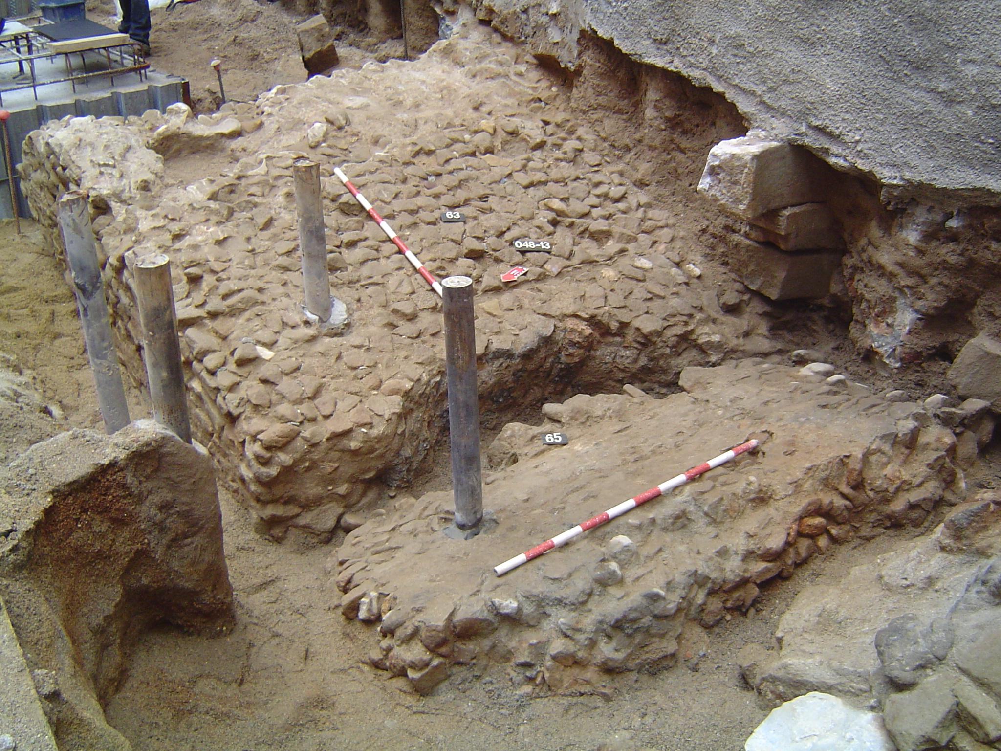 Detall del dic de contenció de sorres o estructura portuària romana. Foto: Jordi Petit