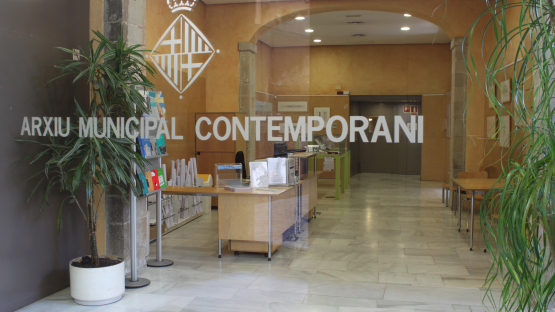 Entrada de la sede central del Archivo en la calle Bisbe Caçador