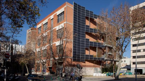 Edifici de l' Arxiu Intermedi al carrer Ciutat de Granada