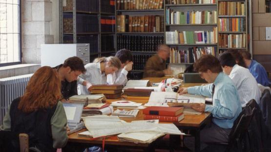 Sala de consulta de l'Arxiu a finals dels anys 80