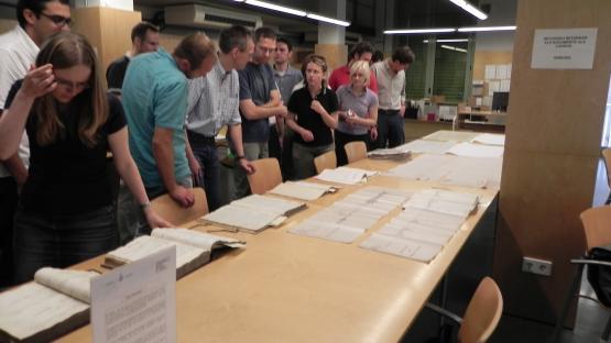 Visita a l'Arxiu de l'Escola Marburg